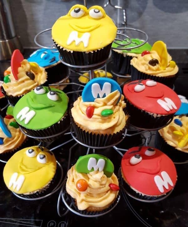 Cupcakes met M&M versiering