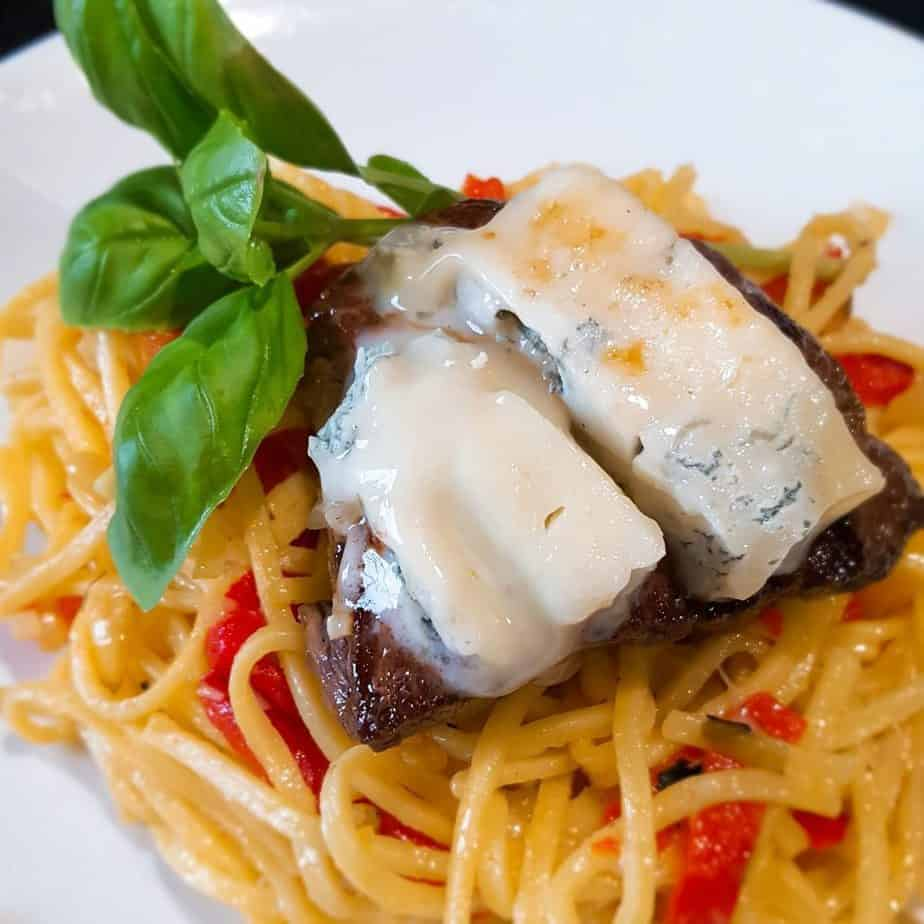 Spaghetti met biefstuk en gorgonzola