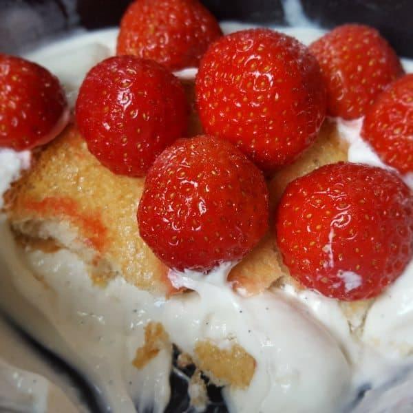 Nostalgie: Hangop met aardbeien-beschuitjes