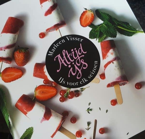 Review: Altijd ijs - Marleen Visser + recept bosvruchtenpulp ijsjes