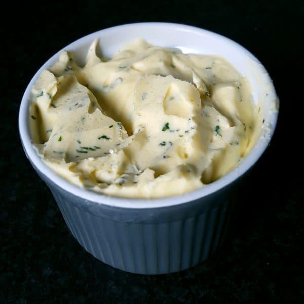 Homemade knoflook kruidenboter