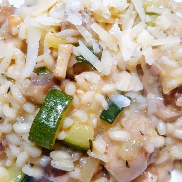 Risotto met kip, courgette en champignons