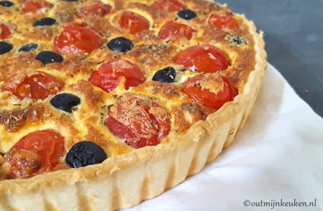 Vegetarische quiche met tomaten en oliijven