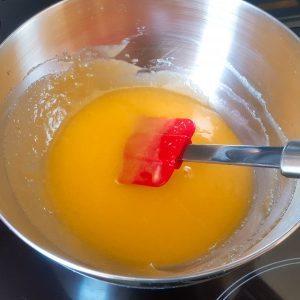 Eieren loskloppen met suiker