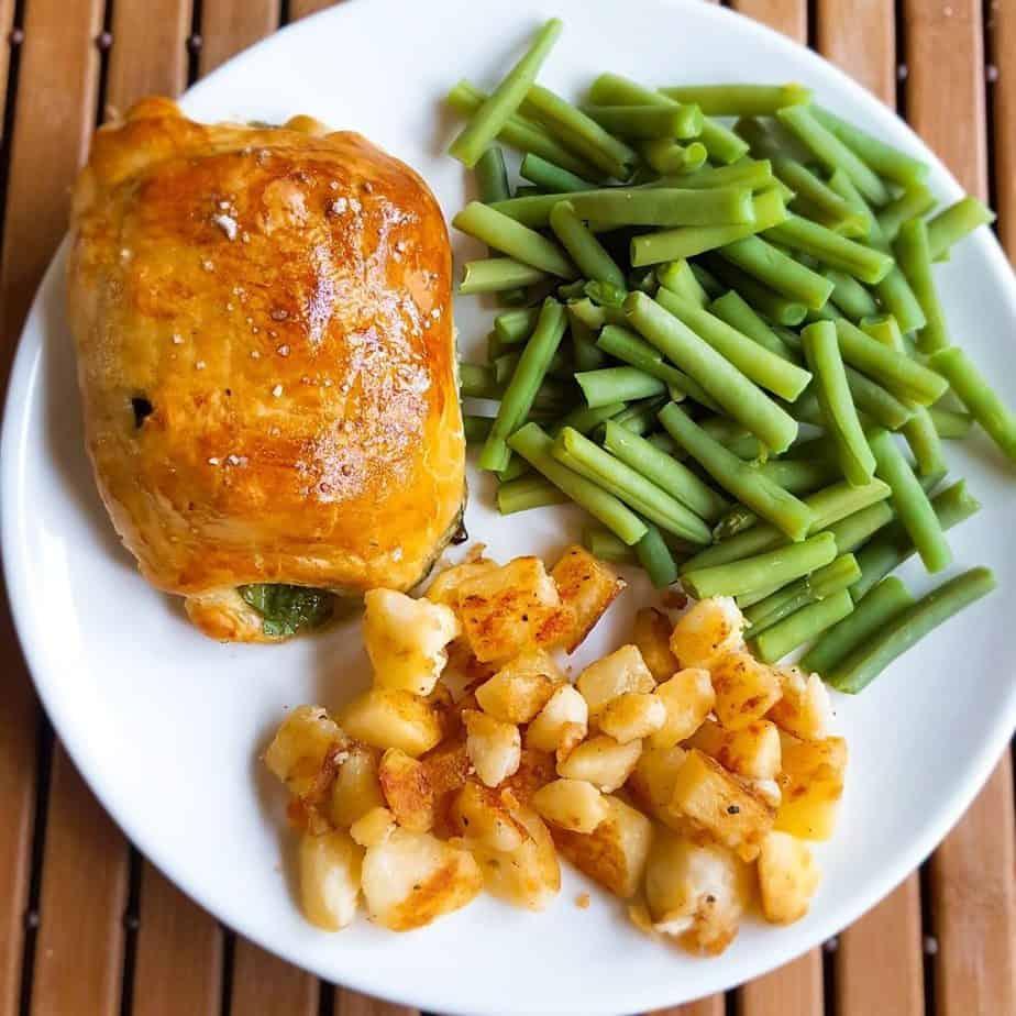 Poulet en croûte met sperziebonen en gebakken aardappelen