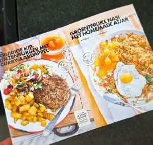 Kruidige kip-linzenburger met curry-aardappel & Groenterijke nasi met homemade atjar