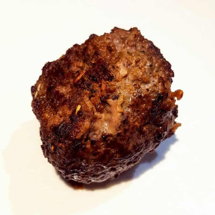 Italiaans gekruide gehaktballen met mozzarella vulling