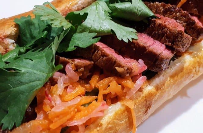 lunch banh mi met biefstuk