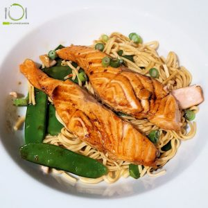hoofdgerechten vis Teriyaki zalm met noodles