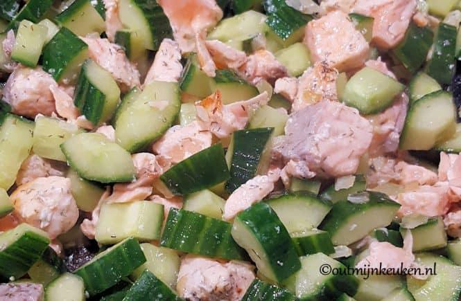 hoofdgerechten pasta hoofdgerechten vis Recept pasta met zalm en komkommer