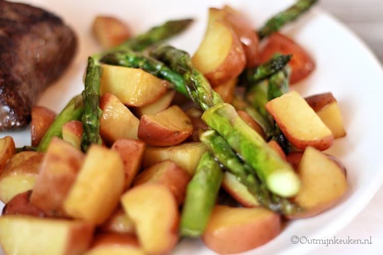 Balsamico aardappeltjes met groene asperges