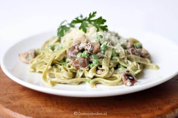 pasta met paddenstoelen en kaassaus recept