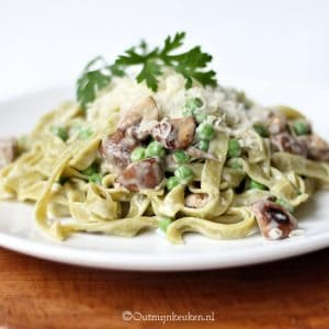 pasta met paddenstoelen en kaassaus