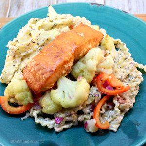 Pasta met truffel-roomsaus en geroosterde groente