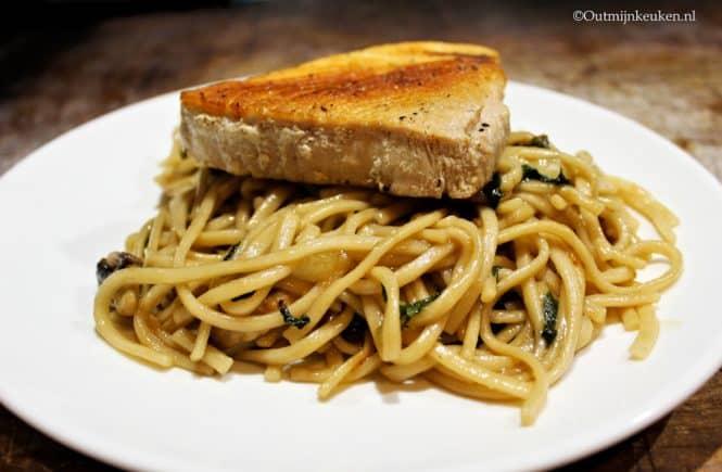 Noodles met tonijn