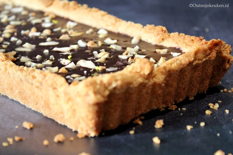 chocoladetaart met zoute pinda's