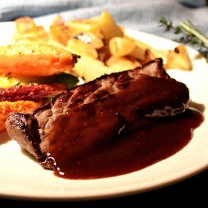 Een smakelijk hoofdgerecht met overig vlees, zoals hertenvlees