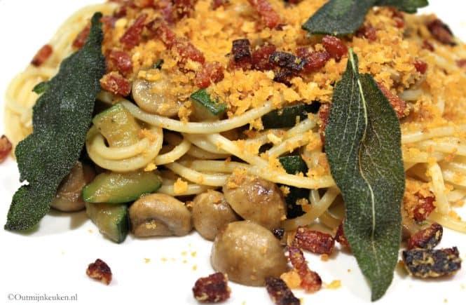 pasta met champignons, salie en chorizo kruim
