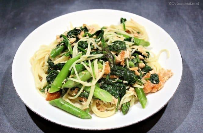 Pasta met zalm asperges en spinazie