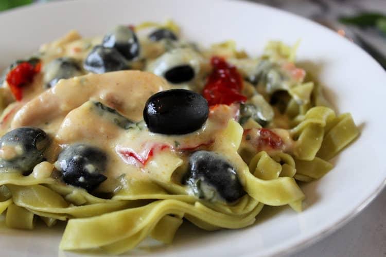 Romige pastasaus met geitenyoghurt