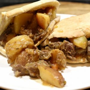 stoofvlees op pitabrood
