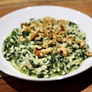 risotto met spinazie en walnoten als hoofdgerecht met rijst